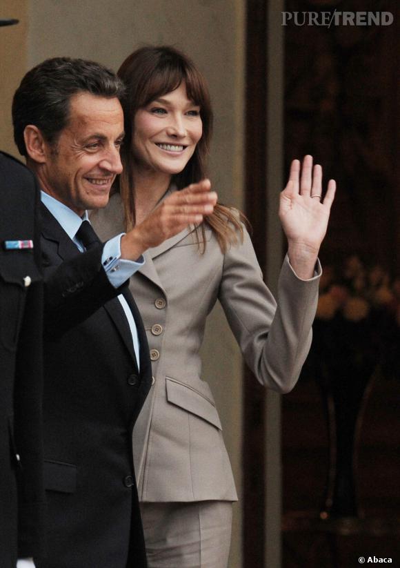 Carla Bruni et Nicolas Sarkozy, couple souriant et accueillant pour la famille royale de Suède en 2010.