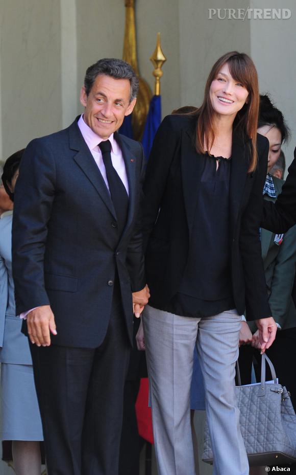 Carla Bruni en look casual, elle sait toujours faire son effet auprès de Nicolas Sarkozy, en 2011.
