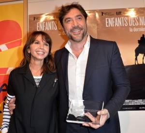 """Victoria Abril et Javier Bardem lors de la projection du film documentaire """"Enfants des nuages, la dernière colonie"""" au Cinéma Majestic Passy à Paris le 18 février 2014."""