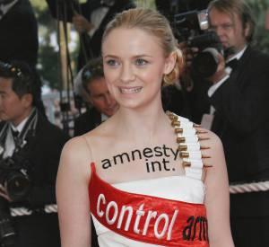 Sara Forestier, au Festival de Cannes 2007 : l'originalité ne lui fait pas peur. Retour sur le top 10 de ses robes les plus surprenantes !