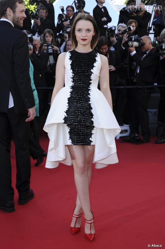 Sara Forestier, très glamour et surprenante sur le tapis rouge du Festival de Cannes 2013.