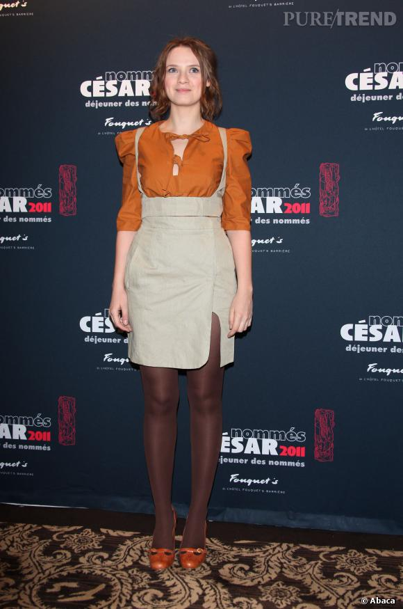Sara Forestier, look à mi-chemin entre la petite maison dans la prairie et le preppy aux César 2011.