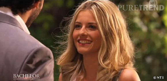 """L'attitude """"naturelle"""" de Caroline face au Bachelor 2014 serait en fait un leurre selon Élodie."""
