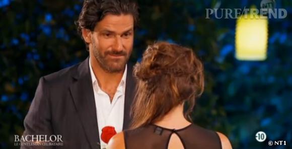 Devant le refus de Camille de prendre cette rose, Paul a été un peu décontenancé.