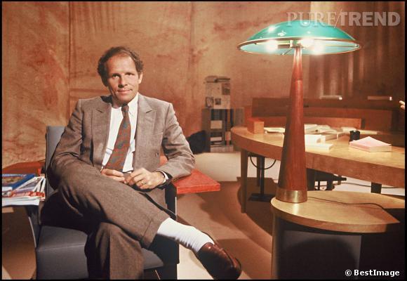 """Lorsque Patrick Poivre d'Arvor présente l'émission """"ex Libris"""" sur TF1 en 1988 c'est en total look marron."""