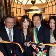 Carla Bruni entourée de Paolo Bulgari, Jean Christophe Babin, Ignazio Marino, Shu Qi et Adrien Brody chez Bulgari à Rome le 20 mars 2014.