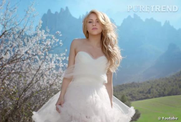 """Shakira préfère s'échapper dans les montagnes plutôt que de se marier,dans son clip """"Empire""""."""