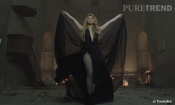 """Shakira, de retour à l'église dans son clip """"Empire"""" mais dans une atmosphère beaucoup plus sombre."""