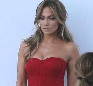 Jennifer Lopez, au top dans sa robe rouge moulante