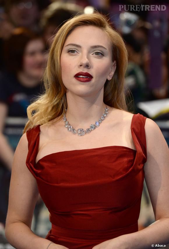 Scarlett Johansson maîtrise à la perfection l'art du blond hollywoodien, pourtant la belle n'est pas une véritable blonde!
