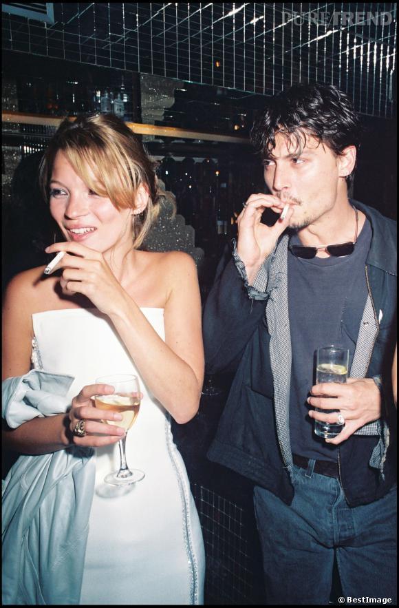 Johnny Depp, gros fumeur au côté de Kate Moss.