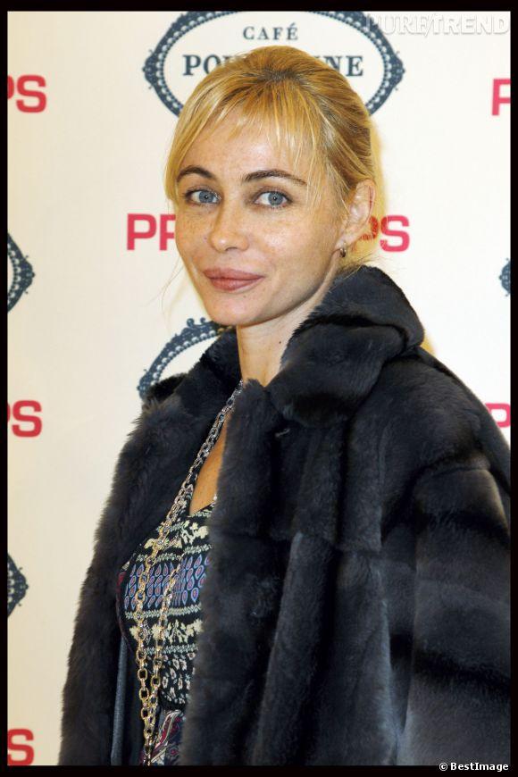"""Emmanuelle Béart à l'affiche de """"Les Yeux Jaunes de Crocodile"""", l'actrice est sur tous les fronts !"""