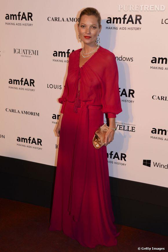 Ca valait le coup d'emporter autant de vêtements! Ce soir là pour le gala de l'Amfar, Kate rayonnait dans sa robe Yves Saint-Laurent.