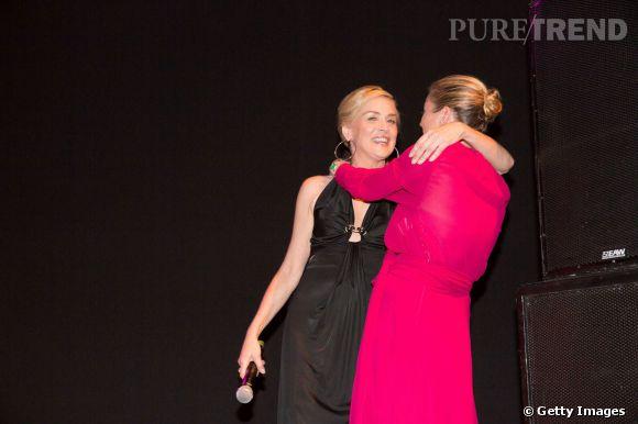 Sharon Stone et Kate Moss ? Deux vieilles copines contentes de se revoir pour l'occasion.