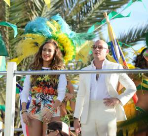 "Jennifer Lopez et Pitbull chantent ""We are One"" pour la Coupe du monde de football 2014."