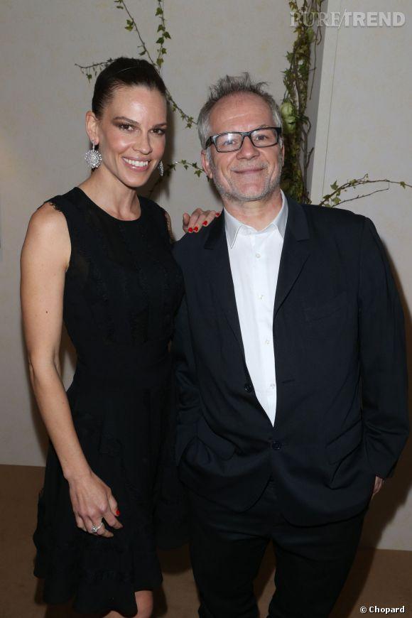 Hilary Swank et Thierry Frémaux, délégué général du Festival de Cannes lors de la conférence pré-Cannes dévoilant la Palme d'Or Chopard 2014.