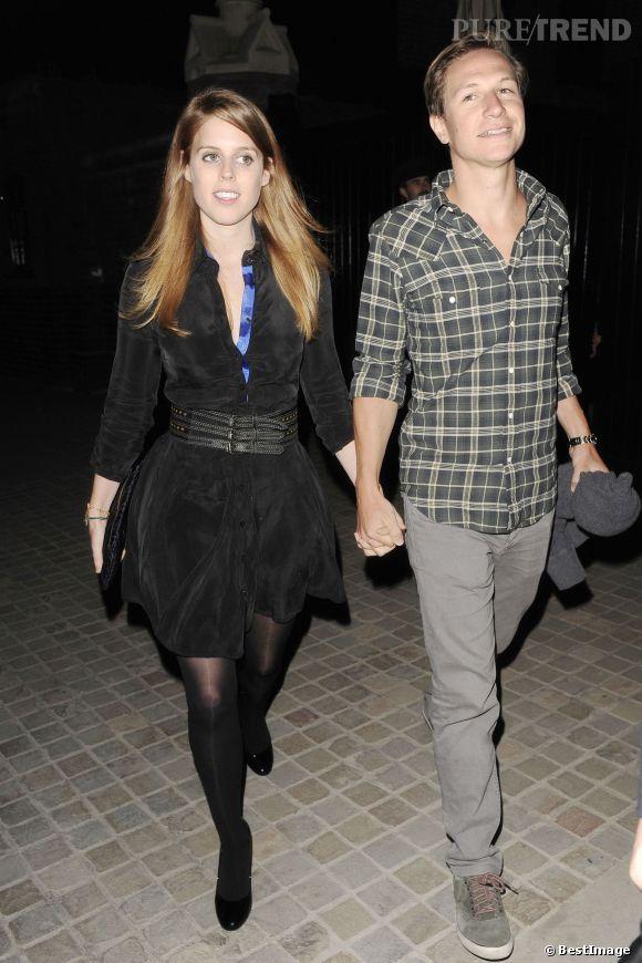 """Princesse Béatrice d'York et son petit ami Dave Clark sortent du restaurant """"Chiltern Firehouse"""" à Londres."""