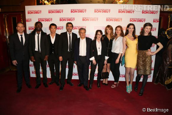 """Ary Abittan et toutes l'équipe de """"Qu'est-ce qu'on a fait au Bon Dieu"""" en promotion pour cette comédie qui débarque au cinéma le 16 avril 2014."""