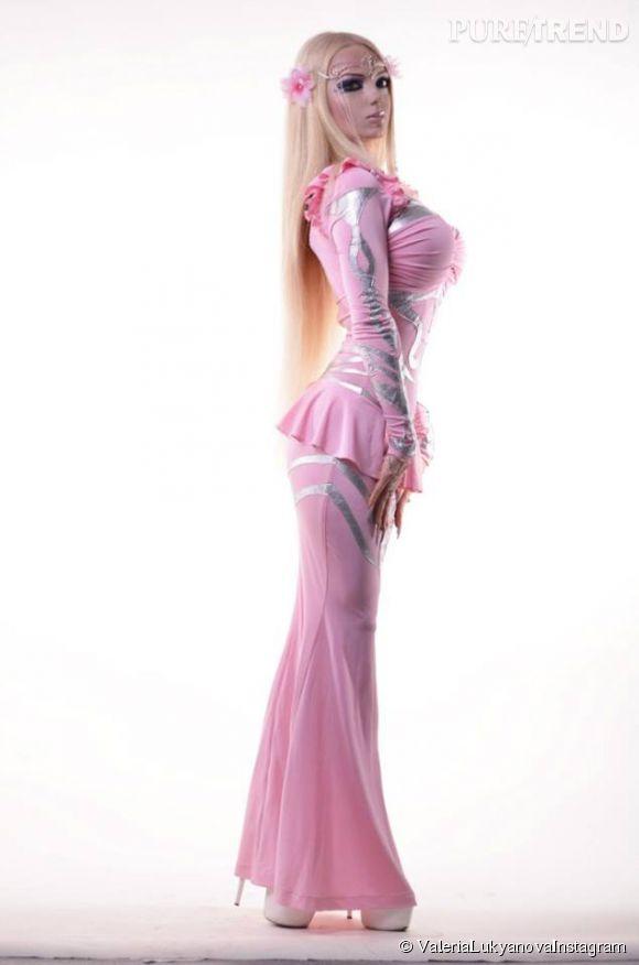 Valeria Lukyanova habillée en Barbie.