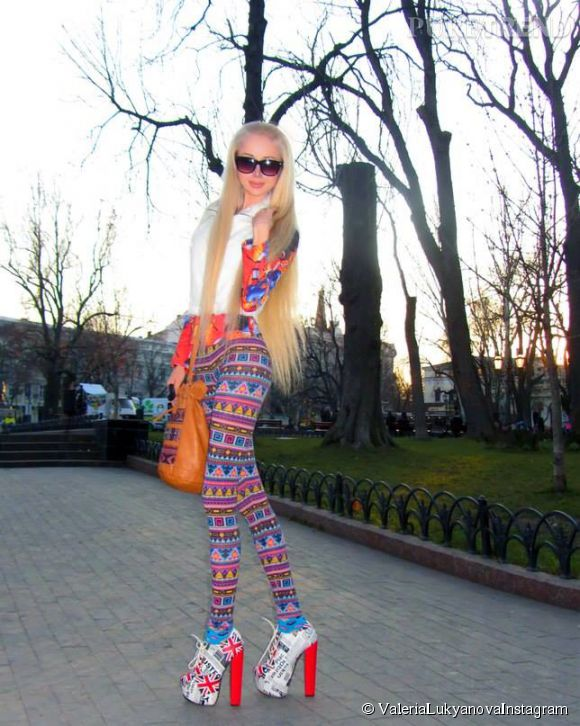 Valeria Lukyanova, Barbie très mal lookée.