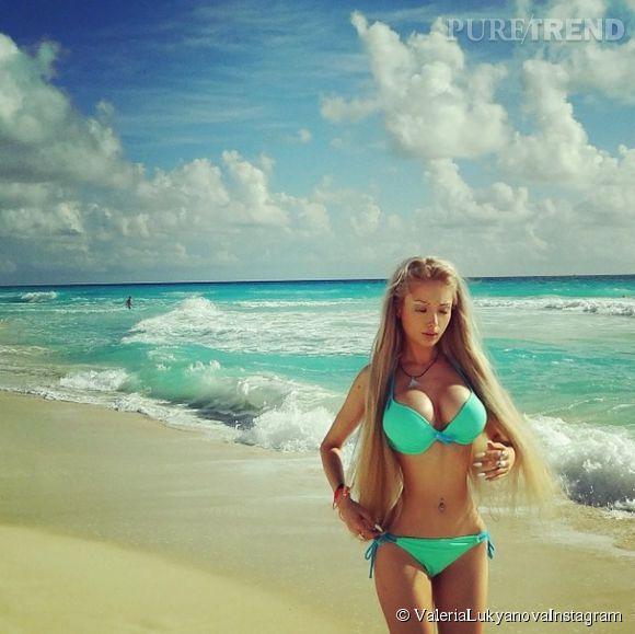 Valeria Lukyanova, Barbie à la plage.