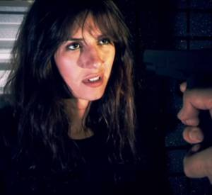 """Doria Tillier parodie la série """"24 heures chrono""""."""