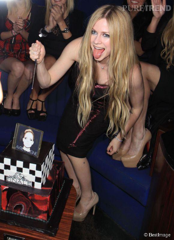 Avril Lavigne fait payer ses fans 250 euros pour prendre une photo avec elle et ne surtout pas la toucher lors de son passage au Brésil.