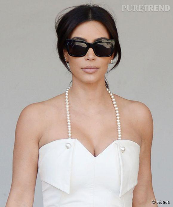 Kim Kardashian semble déjà s'imaginer en mariée, comme avec cette robe blanche, qu'elle portait samedi 10 mai.