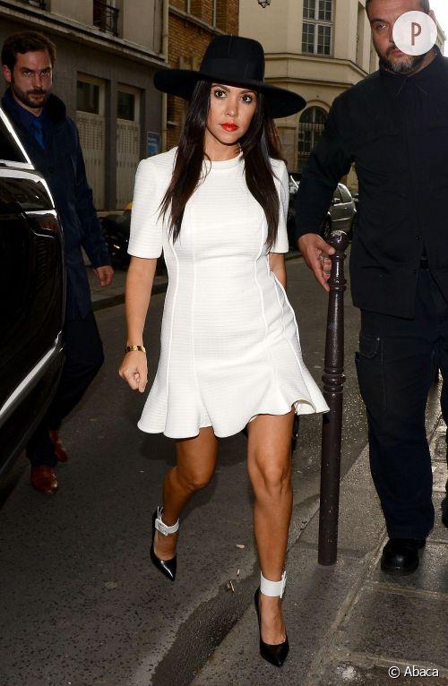 Kourtney Kardashian, l'allure black and white idéale pour un mariage.
