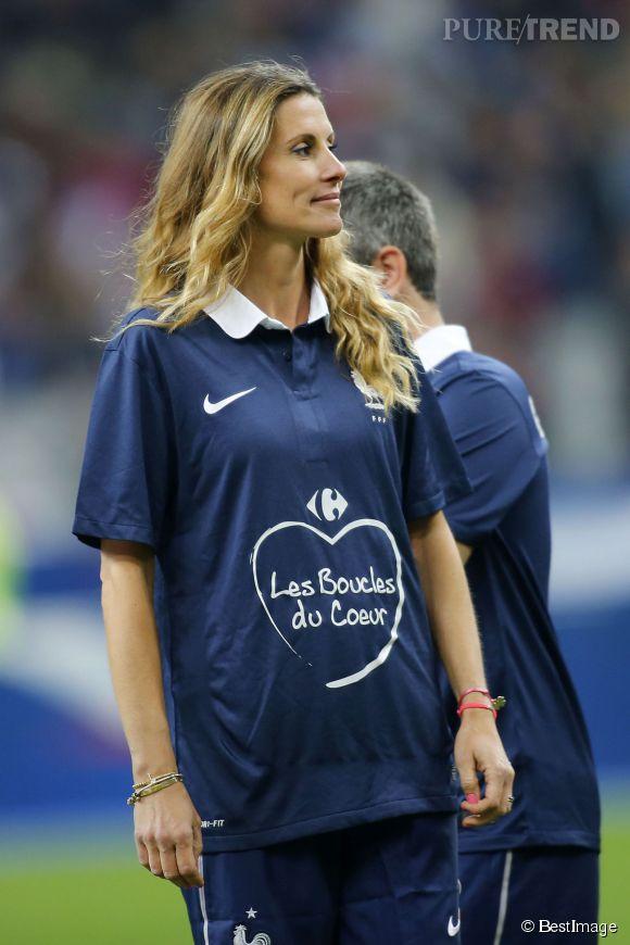 Sophie Thallmann a changé sa tenue de cavalière pour jouer au foot, le 27 mai 2014 pendant la mi-temps de la rencontre amicale France-Norvège.