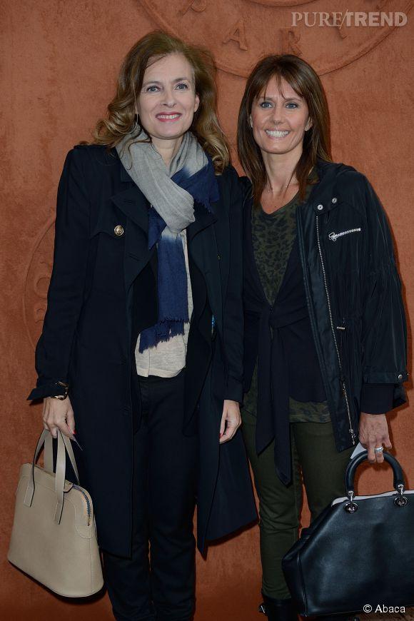 Valérie Trierweiler rayonnante et chic aux côtés d'Isabelle Chalencon pour se rendre à Roland Garros 2014, le 4 juin 2014.