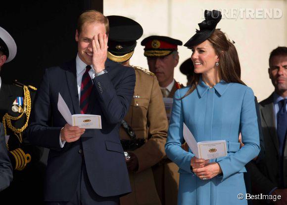 La jolie Kate a l'air de déconcentrer un peu son époux.