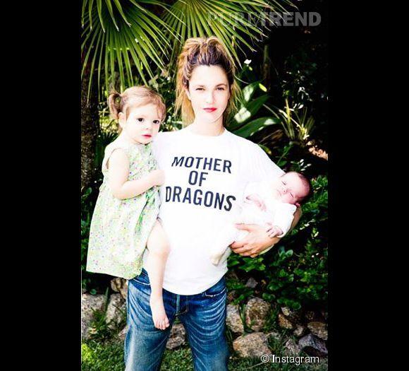 Drew Barrymore semble très amincie sur ce cliché. Elle a accouchée le 22 avril 2014.