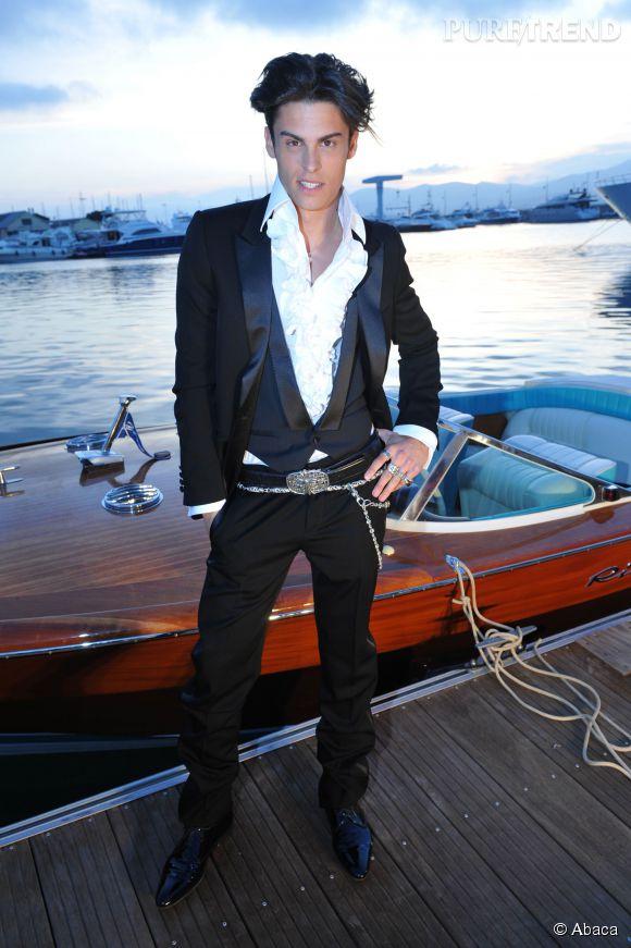 Baptiste Giabiconi, les 10 looks les plus extravagants du mannequin devenu chanteur !