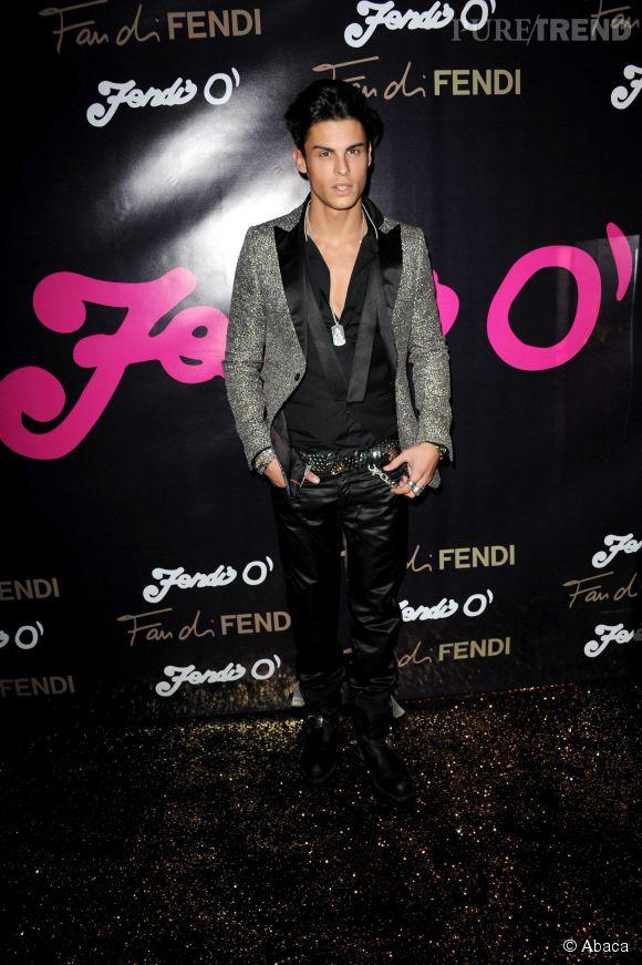 Baptiste Giabiconi, la veste glitter pour une soirée VIP Fendi en 2010.