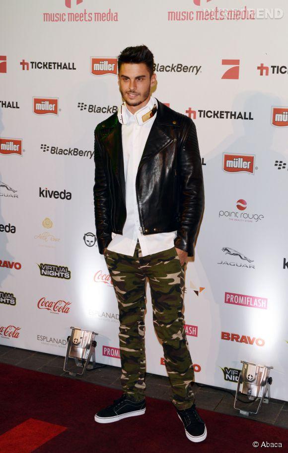 Baptiste Giabiconi, le revival du pantalon camouflage en 2013.