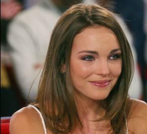 Claire Keim prend place dans le canapé rouge de Vivement dimanche en 2003.
