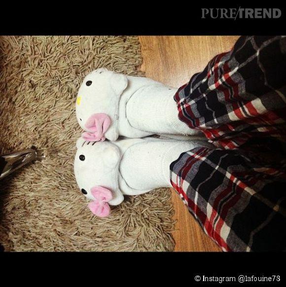 La Fouine et les chaussons de sa fille. Hello Kitty n'a pas de secret pour le rappeur.