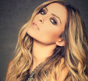 Clara Morgane : son calendrier sexy 2015, hommage à ses fans