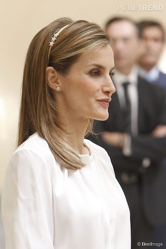 La reine Letizia d'Espagne a accompagné le roi Felipe à Palais du Pardo pour recevoir les 200 jeunes en partance pour la Ruta BBVA 2014.
