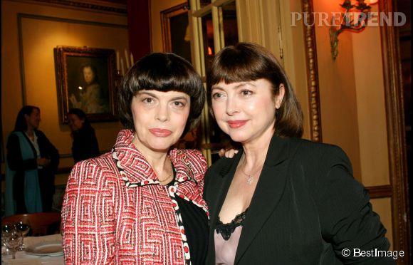 Mireille Mathieu et sa soeur Mathile, la même passion du brushing. Ici en 2004.