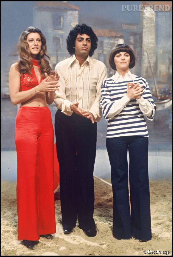 """Sheila, Enrico Macias et Mireille Mathieu, trois coupes de cheveux emblématiques sur le plateau de l'émission """"Numéro 1"""" en 1975."""