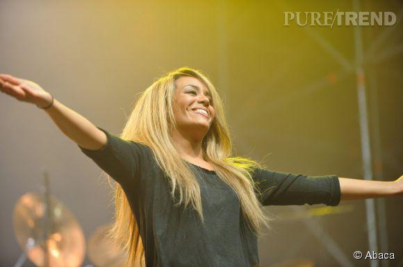"""Amel Bent, la chanteuse repart en tournée à l'automne 2014 avec """"Barrière Sessions""""."""