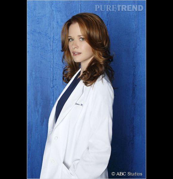 """La rouquine Sarah Drew allias Dr April Kepner dans """"Grey's Anatomy"""" est enceinte de son deuxième enfant."""