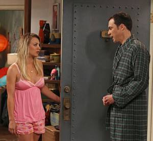 """Kaley Cuoco alias Penny et Jim Parrisons allias Sheldon Cooper dans la série """"The Big Bang Theory""""."""