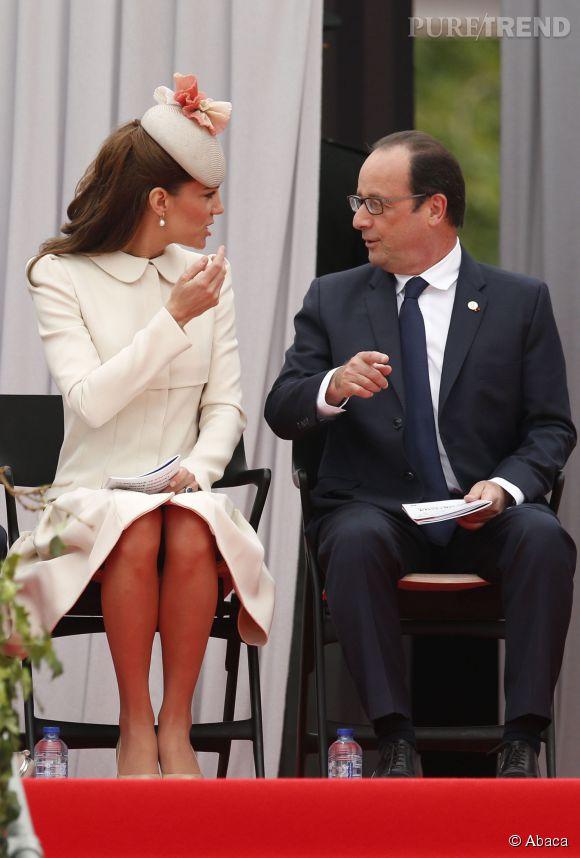 Kate Middleton et François Hollande ont pu faire plus ample connaissance, lundi 4 août 2014 à Liège en Belgique.