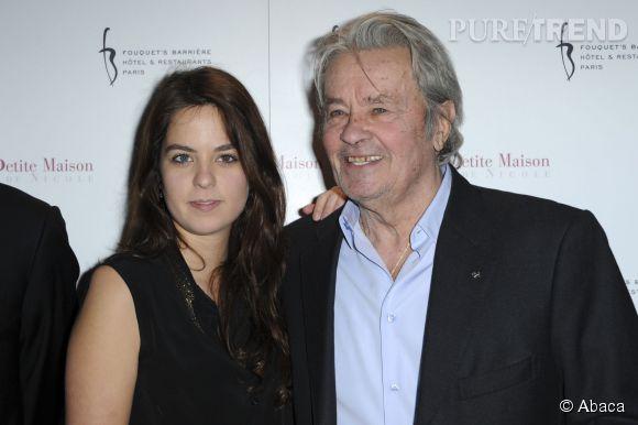 Alain Delon et sa fille Anouchka. La belle est certainement au chevet de son père, hospitalisé pour des maux de dos.
