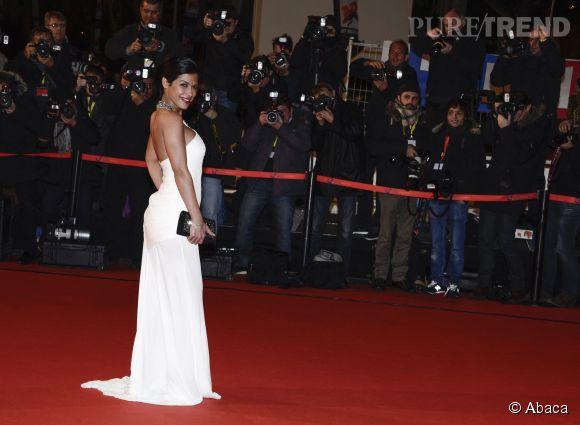 Ayem Nour prend la pose en robe immaculée aux NRJ Music Awards. Une vraie déesse résolument plus à l'aise pour prendre la pose.