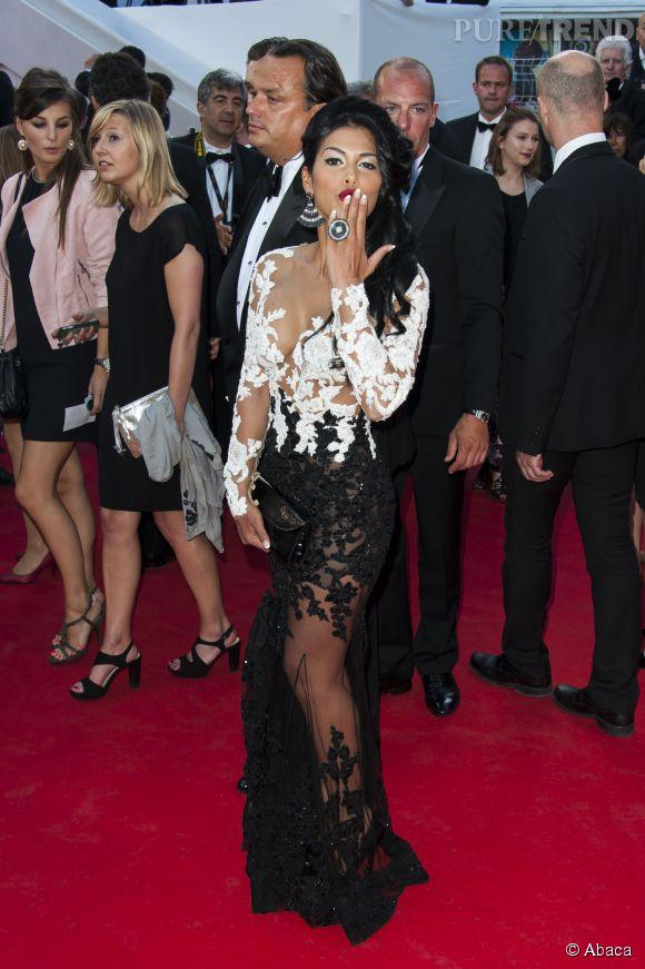 Ayem Nour foule le tapis rouge de Cannes avec une robe digne d'une première hollywoodienne.