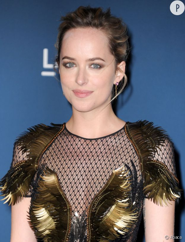"""Dakota Johnson ne souhaite pas que sa mère la voit dans """"50 Nuances de Grey"""". Et on la comprend !"""